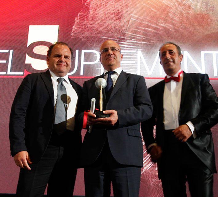 Santiago y Ramón, recogiendo el galardón en la gala de los premio suplemento