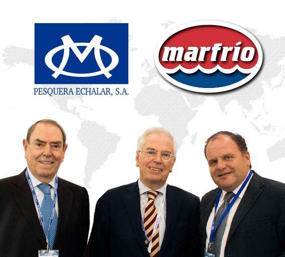 Javier y Pedro Otaegui, de Pesquera Echalar, junto con Santiago Montejo, gerente del grupo Marfrio.