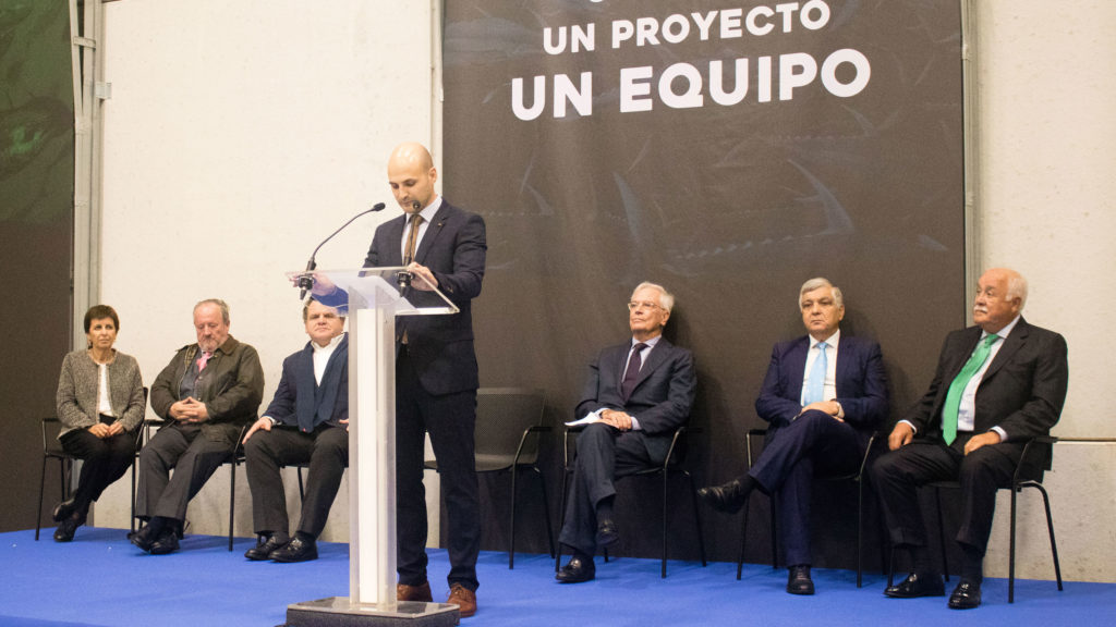 Javier Bascuas, responsable de la factoría, dando paso a los discursos de inauguración de Central Lomera Portuguesa
