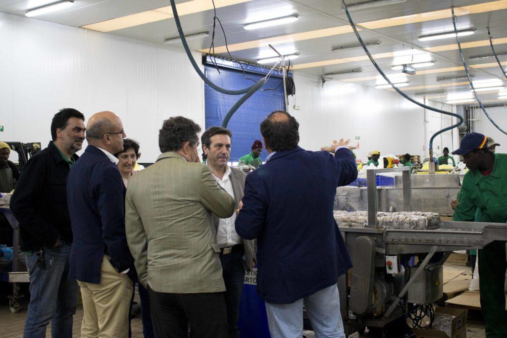 Imagen tomada durante la visita a la fábrica que Marfrío tiene en el muelle de Marín